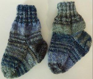 Socken gestrickt blau-denim
